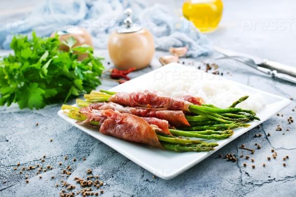Мясо со спаржей