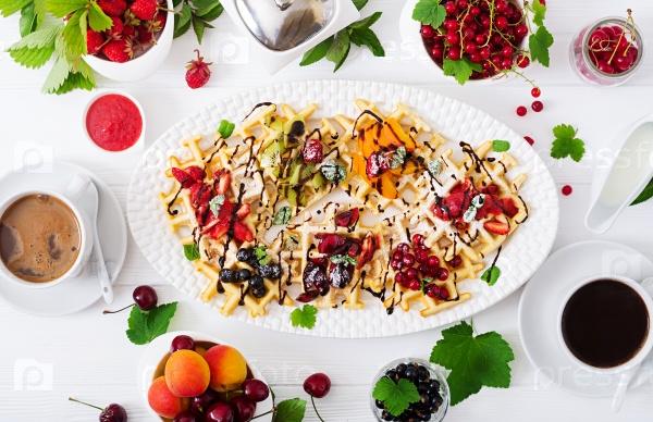 Вафли с ягодами