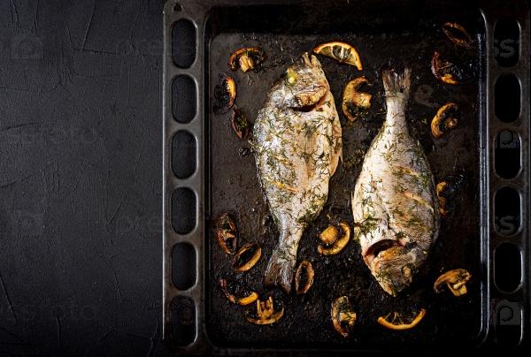Запеченная  рыба в чесночном соусе