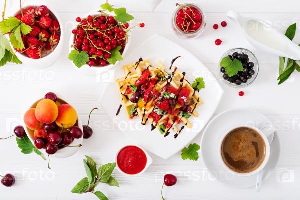 Бельгийские вафли с ягодами