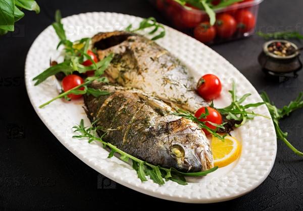 Запеченная рыба в чесночном соусе с укропом и лимоном
