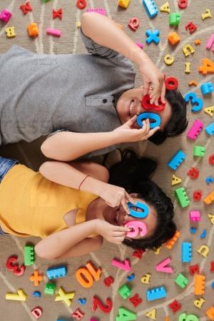 Игра с пластиковыми буквами