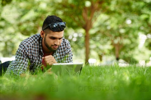 Мужчина в парке