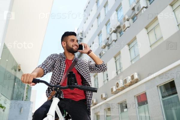 Мужчина с велосипедом