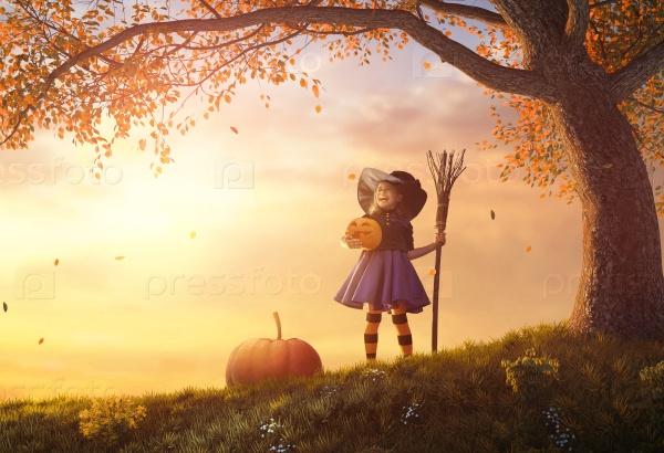 Ребенок в костюме ведьмы