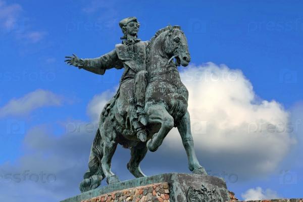 Памятник русской императрице Елизавете Петровне