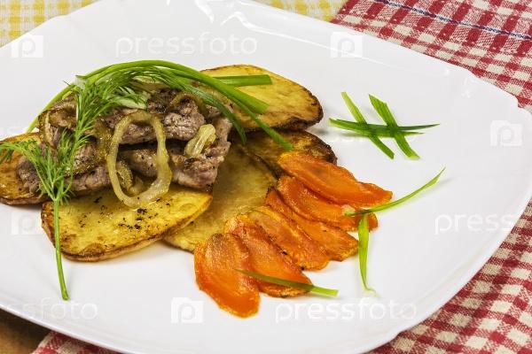 Жареное мясо с картофелем