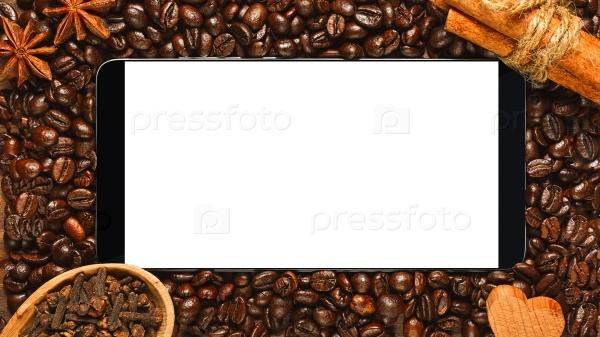 Смартфон с пустым экраном в рамке кофе