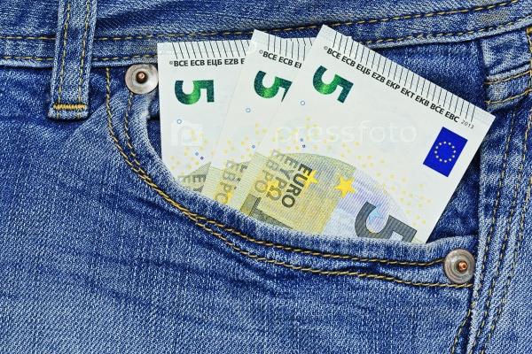 Пятнадцать евро в кармане джинсов