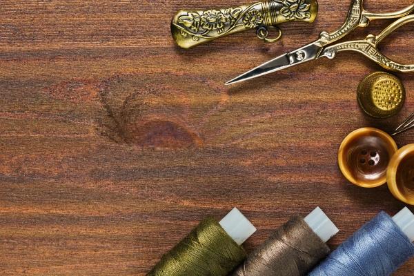 Старинные швейные материалы и принадлежности