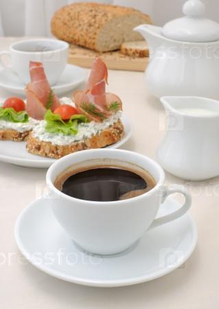 Закуска с ветчиной и творогом