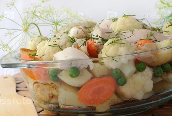 Жареные овощи с курицей и укропом
