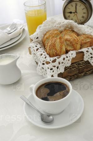 Утренняя чашка кофе с пирожными