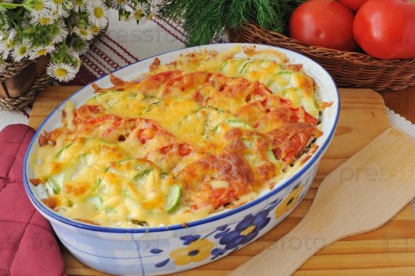 Запеканка из макарон с цукини и помидорами с сыром