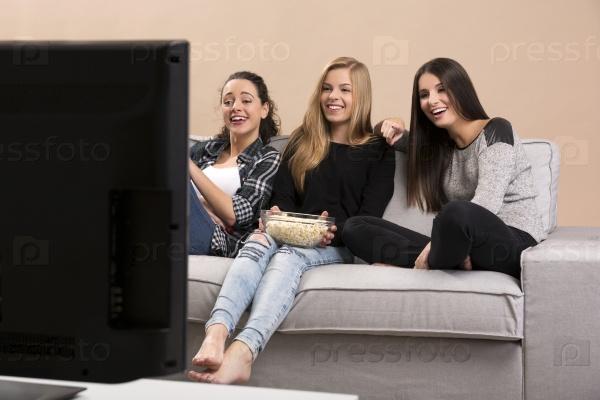 Девушки смотрят порнуху