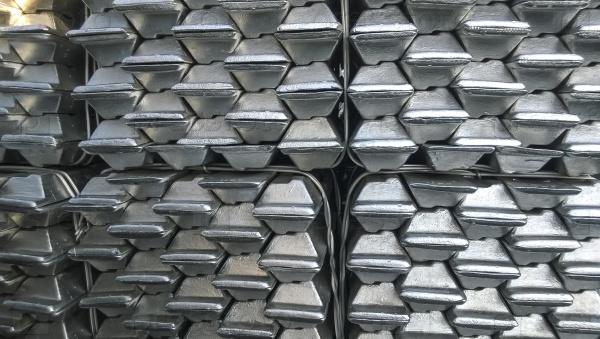 Алюминиевые слитки. Транспортировка алюминия на экспорт