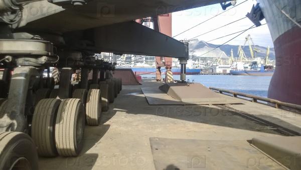 Опоры и шасси для перемещения башенного крана. Грузоподъемное оборудование