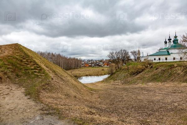 Древняя оборонительная стена из грязи