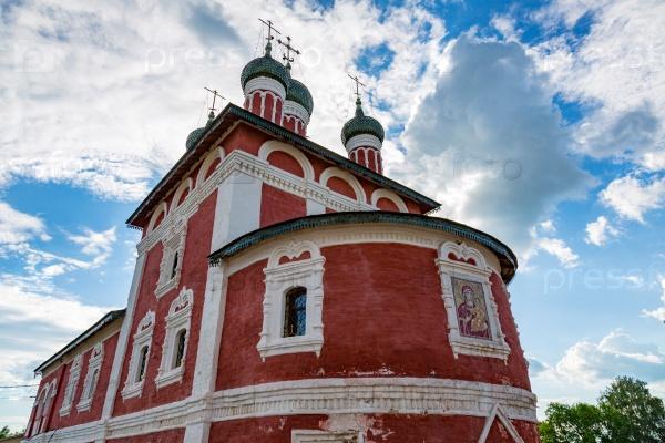 Церковь Смоленской иконы Божией Матери 18-го века в Угличе, Россия
