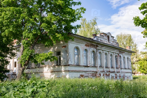 Заброшенный старый дом