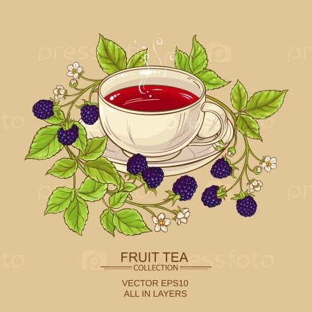 Чашка чай с ежевикой на цветном фоне