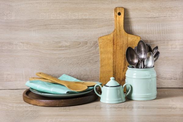 Бирюзовая посуда, столовые приборы и прочие вещи