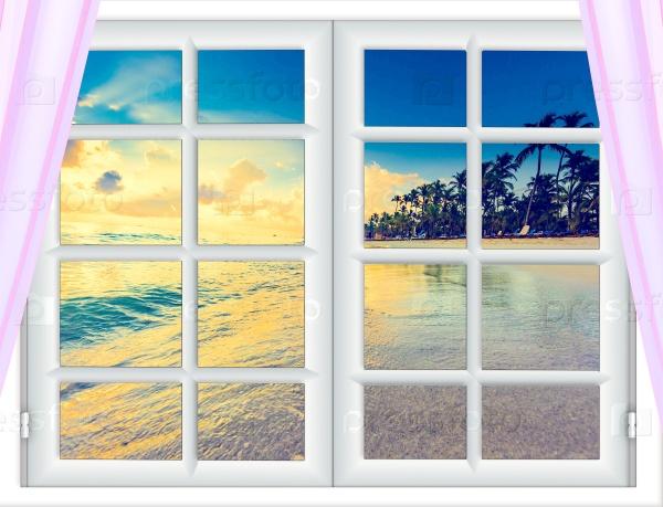Красивый закат на море из окна