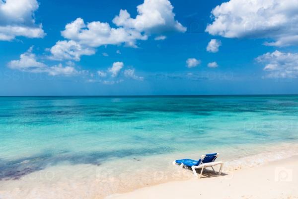 Море, пляж, шезлонг