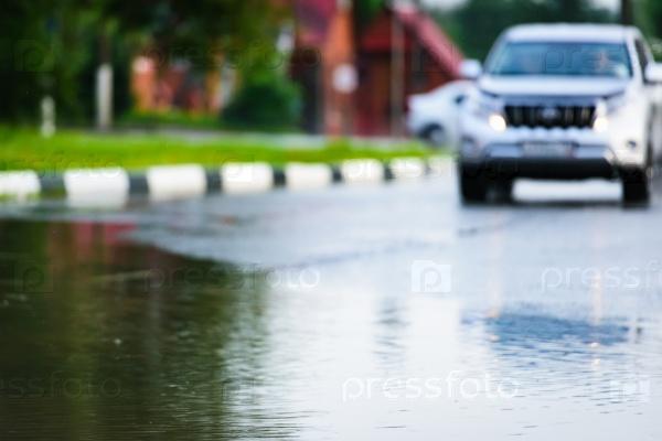 Автомобиль и дождь