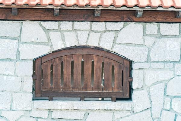 Окно на внешней стороне здания