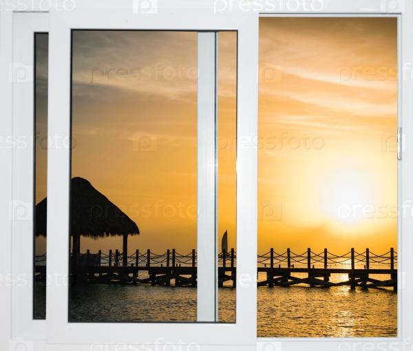 Вид из открытого окна на закат