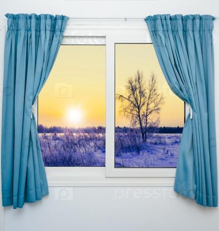 Вид из окна с занавесками на закат