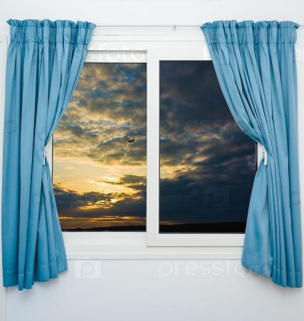 Вид из окна на небо