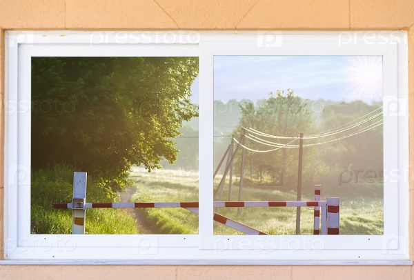 Вид из окна на шлагбаум