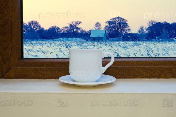 Чашка на подоконнике