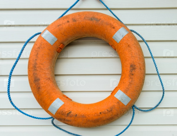 Спасательный круг с веревкой