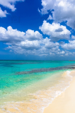 Песчаный морской пляж