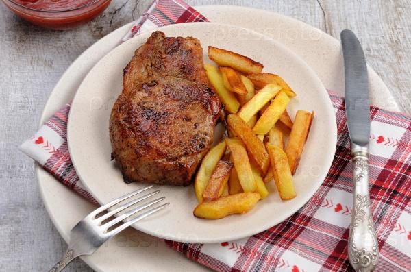 Стейк из свинины на кости с картофелем