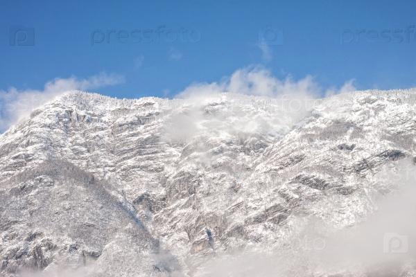 Снежный шторм высоко в горах