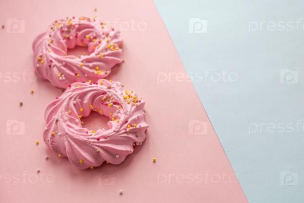 Розовое печенье