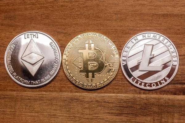 Три монеты биткоин, литкоин и эфириум