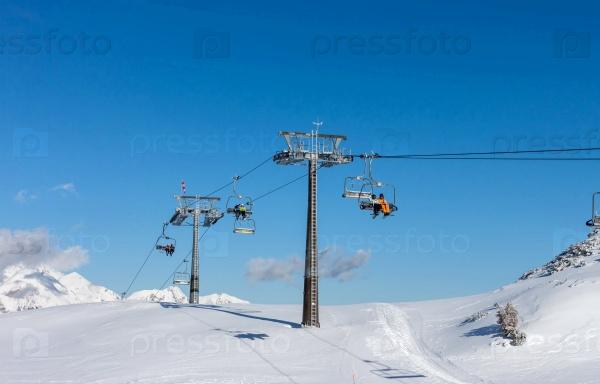 Зимний горнолыжный курорт в Альпах