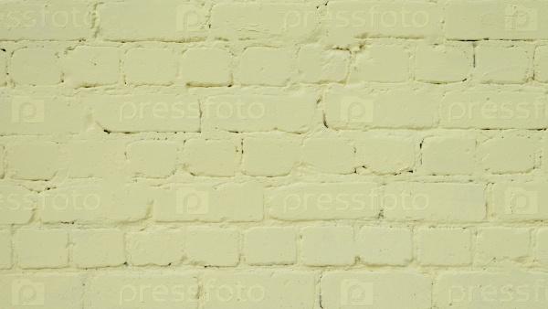 Поверхность кирпичной кладки окрашено желтой краской