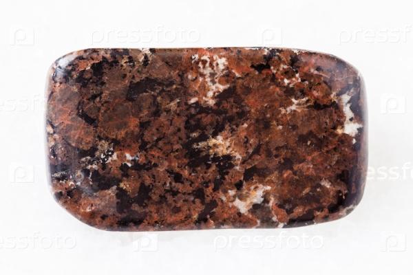Уртит камень на белом