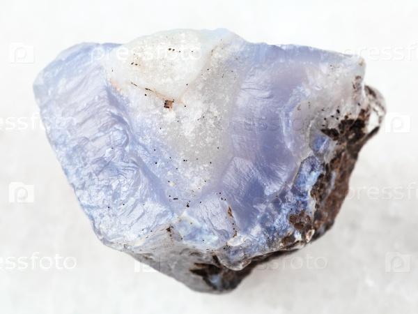 Сырые кристаллы голубого халцедона