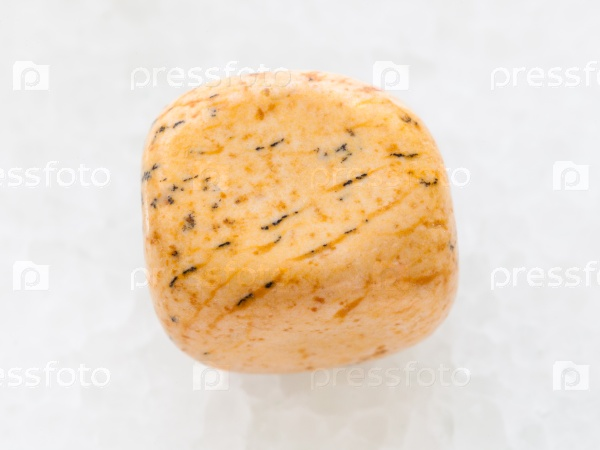 Джаспер камень на белом мраморе