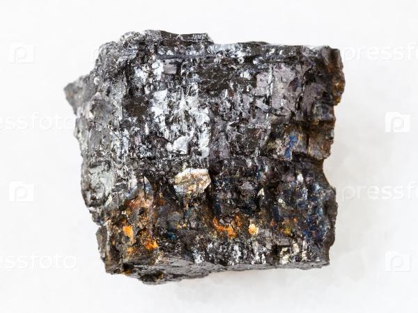 Каменный уголь на белом