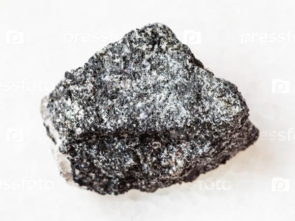 Амфиболит камень на белом