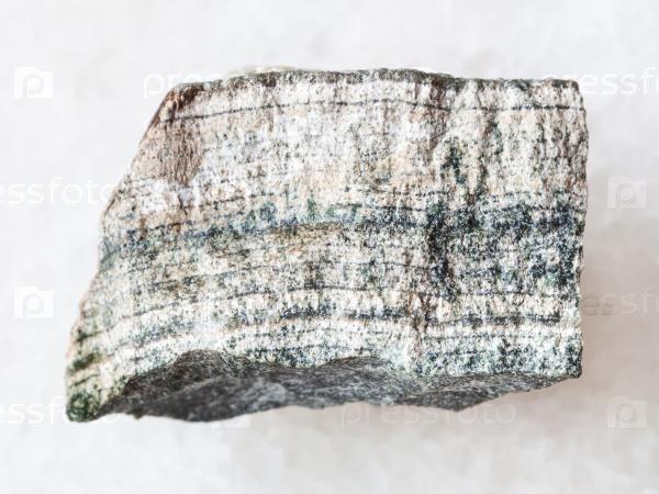 Скарн камень на белом