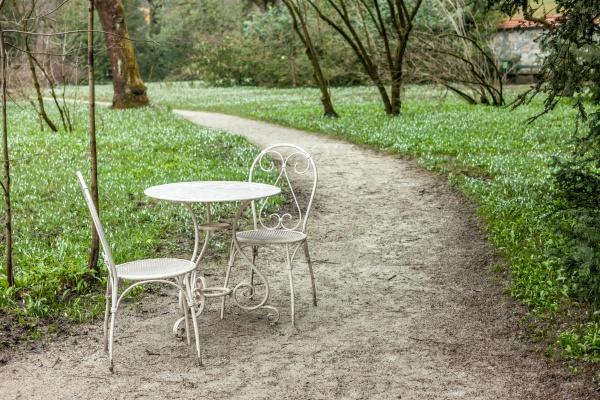 Столик в парке